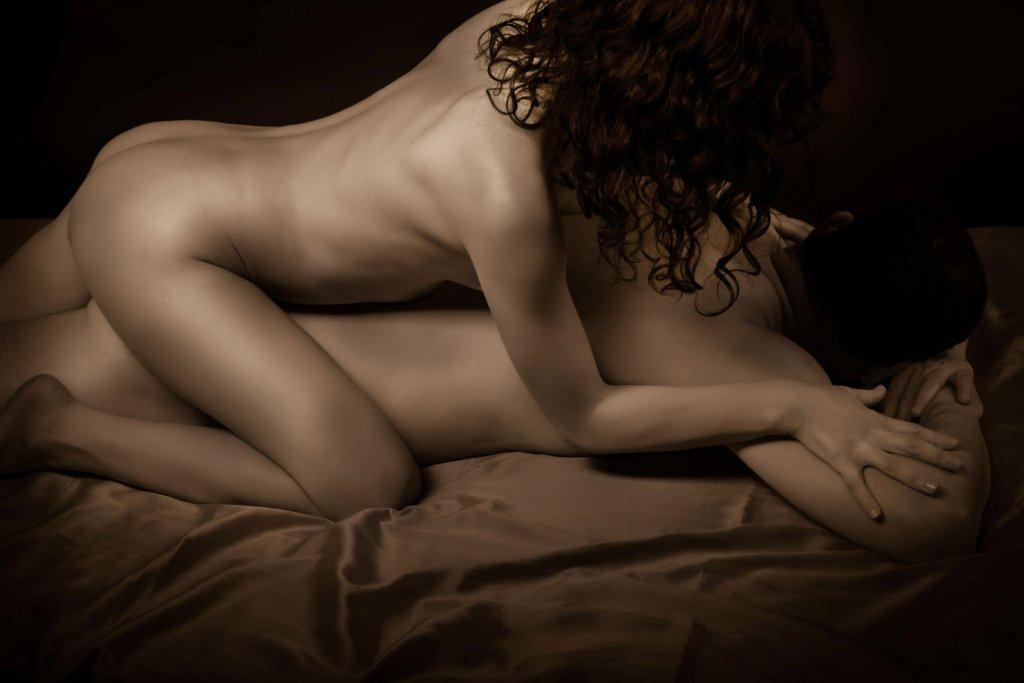 Виктория - мастер эротического массажа