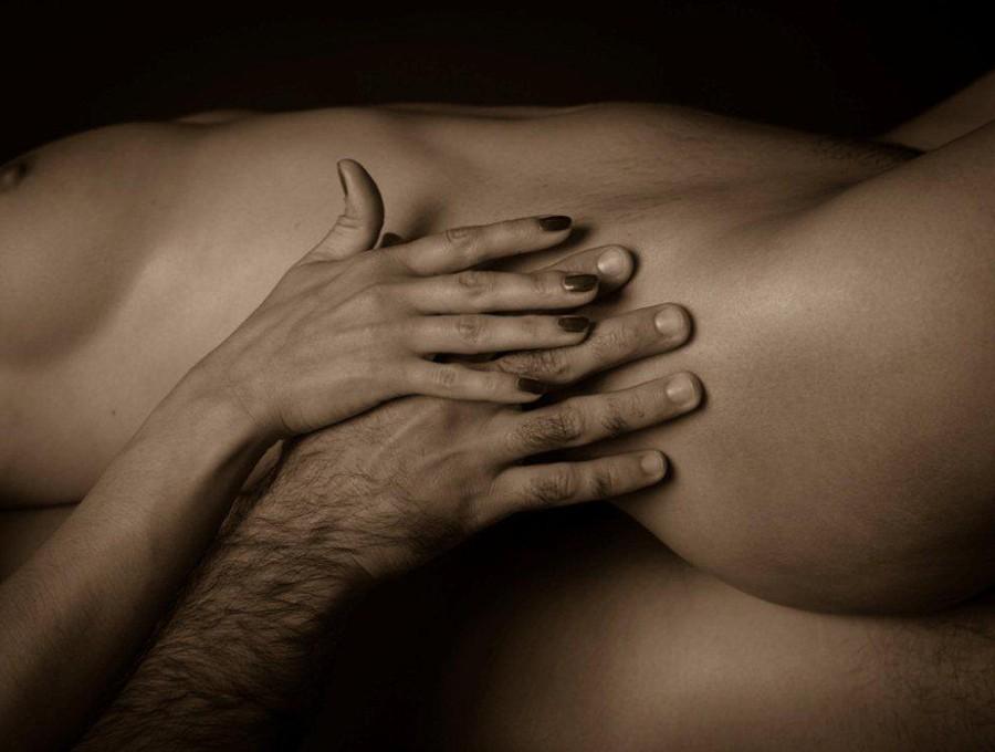 Что из себя представляет эротический массаж?
