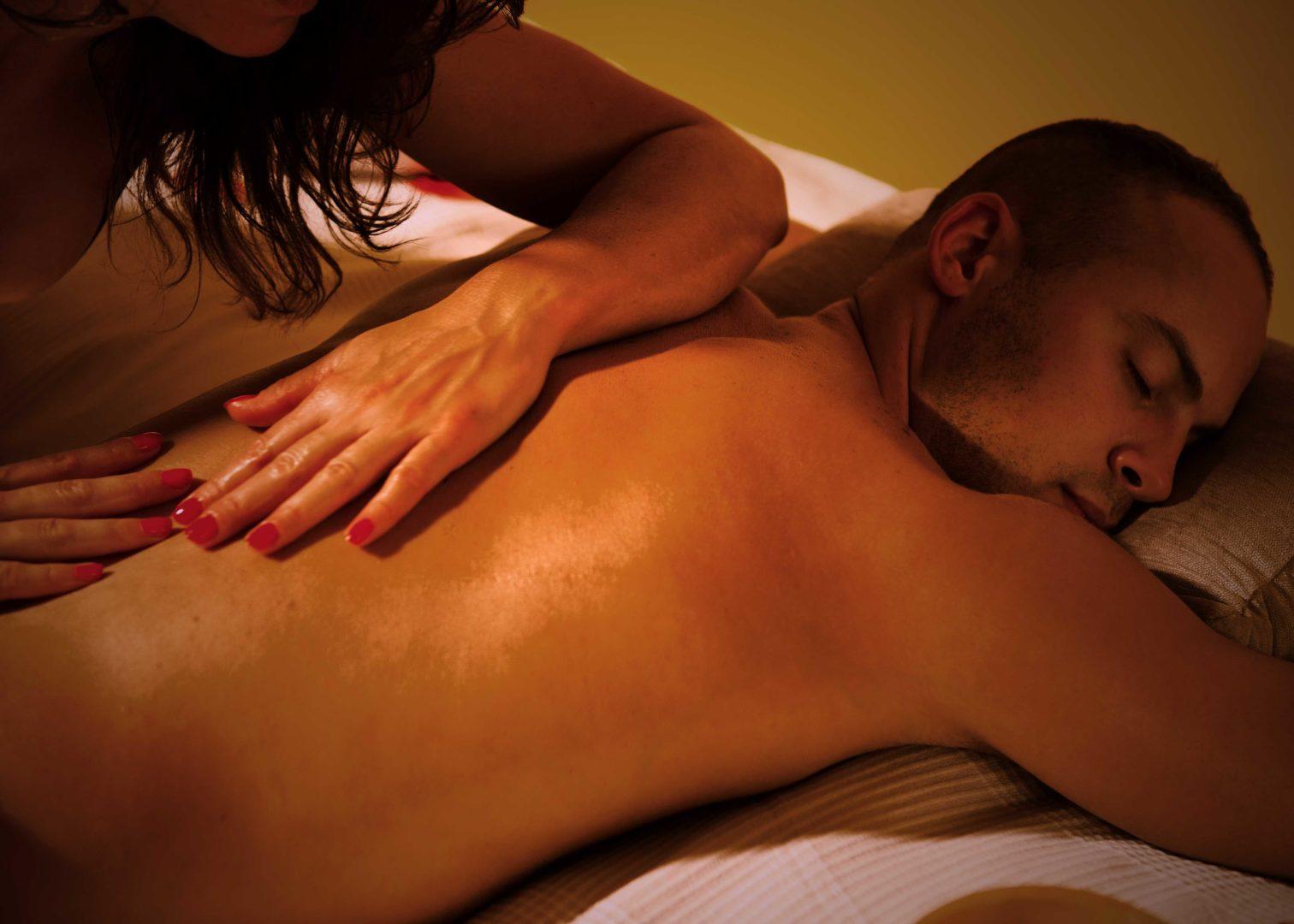 Какие мужчины чаще посещают салон эротического массажа?